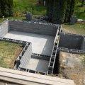 Medence oldalfal építése