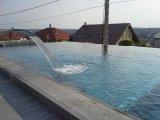 Végtelen feszített víztükrű úszómedence építés