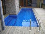 Süllyesztett víztükrű üvegmozaik burkolatú vasbeton úszómedence