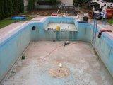 Süllyesztett víztükrű fólia burkolatú betonmedence építés